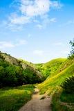 Las colinas verdes, río se zambulleron en parque nacional del distrito máximo Fotografía de archivo