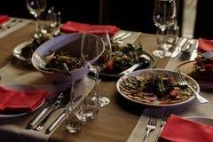 Las comidas deliciosas en la recepción nupcial presentan el primer, verdura p Imágenes de archivo libres de regalías