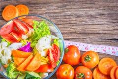 Las comidas sanas están en la tabla, Imagen de archivo libre de regalías