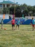 Las competencias aficionadas del fútbol en la reconstrucción de los niños acampan en Anapa en la región de Krasnodar de Rusia Imagen de archivo