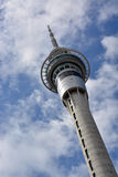 Las comunicaciones de la torre del cielo de Auckland y la atracción turística pescaron VI con caña Imagen de archivo libre de regalías