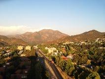 las condes met een mening van de bergen stock fotografie