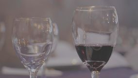 Las copas de vino - vino - plano-corrigen metrajes