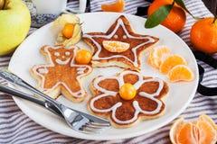 Las crepes de los niños divertidos para el desayuno Fotografía de archivo libre de regalías