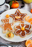 Las crepes de los niños divertidos para el desayuno Fotos de archivo libres de regalías