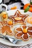 Las crepes de los niños divertidos para el desayuno Imágenes de archivo libres de regalías
