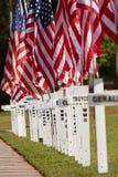 Las cruces en la acera conmemoran Memorial Day Fotos de archivo libres de regalías
