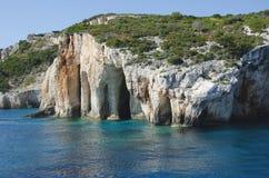 Las cuevas azules famosas en la isla de Zakynthos fotos de archivo