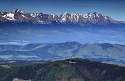 Las cumbres más altas de alto Tatras, de los Cárpatos y de Eslovaquia Foto de archivo
