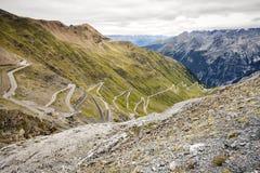 Las curvas de Stelvio Road Imagen del color Foto de archivo libre de regalías