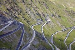 Las curvas de Stelvio Road Imagen del color Fotos de archivo
