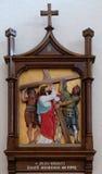 las 2das estaciones de la cruz, Jesús se dan su cruz Imagenes de archivo