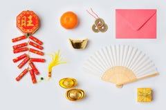 Las decoraciones chinas del Año Nuevo en el fondo blanco para la mofa encima de la plantilla diseñan Visión desde arriba Foto de archivo