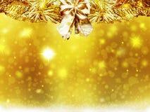Las decoraciones de las estrellas de la nieve del amarillo del oro de la Navidad del fondo empañan Año Nuevo del ejemplo Imagenes de archivo