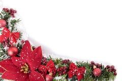 Las decoraciones de la Navidad arrinconan el marco de la frontera con la poinsetia y el espacio blanco de la copia Fotos de archivo