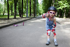 Las demostraciones activas de la muchacha ella tiene gusto de deporte Imagen de archivo