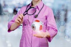 Las diagnosis del doctor observan imagenes de archivo
