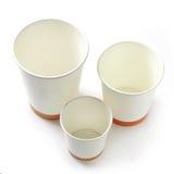 Las diversas clases de papel se llevan las tazas de café Imágenes de archivo libres de regalías