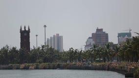 Las diversas naves de la caravana hacen cola el puerto inminente costero de Shangai Yellow Sea, China metrajes