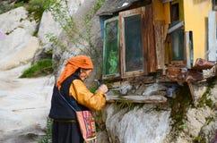 Las donaciones del creyente budista Imagen de archivo libre de regalías