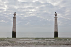 Las dos columnas en Cais das Colunas Fotos de archivo libres de regalías
