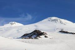 Las dos cumbres del monte Elbrus, Rusia foto de archivo