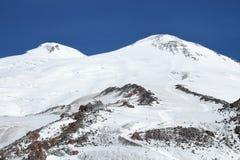 Las dos cumbres del monte Elbrus, Rusia imágenes de archivo libres de regalías