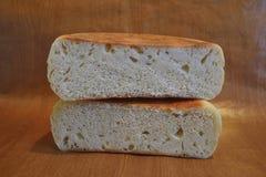Las dos mitades del pan redondo Imagenes de archivo