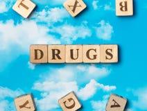 Las drogas de la palabra fotografía de archivo libre de regalías