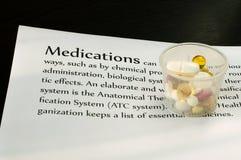 Las drogas en la cuenta cubren con el texto Fotografía de archivo