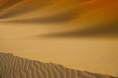 Las dunas cerca Las líneas y las siluetas Foto de archivo libre de regalías