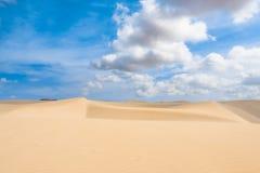 Las dunas de arena en Viana abandonan - Deserto de Viana en Boavista - el cabo Foto de archivo libre de regalías