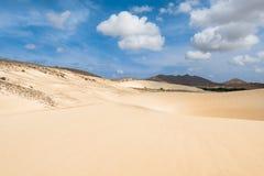 Las dunas de arena en Viana abandonan - Deserto de Viana en Boavista - el cabo Imagenes de archivo