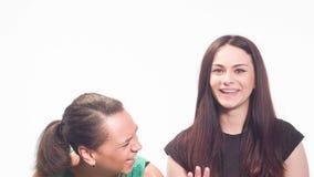 Las emociones de diversas mujeres en el estudio metrajes