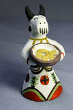 Las empanadas tradicionales de la vaca del silbido del juguete de la arcilla Imagenes de archivo