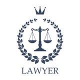 Las escalas del emblema de la justicia para el bufete de abogados diseñan Imagen de archivo libre de regalías