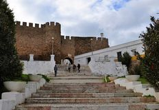 Las escaleras al castillo imagen de archivo