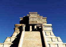 Las escaleras de la representación maya del templo 3d Foto de archivo libre de regalías