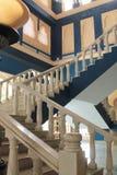 Las escaleras de mármol entran para arriba en pasos Fotografía de archivo