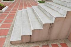 Las escaleras empiedran el terrazo, piso de mármol al aire libre que construye Imágenes de archivo libres de regalías