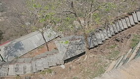 Las escaleras llevan al monasterio de Popa Taungkalat metrajes