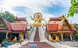 Las escaleras llevan a la estatua grande del templo grande de Buda, al lugar de la adoración budista y a la atracción turística Fotografía de archivo