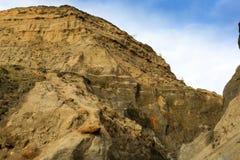 Las escaleras quebradas marcan los acantilados de la pendiente abajo en el lomo de la ballena, isla del Wight Reino Unido foto de archivo