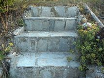 Las escaleras se construyen de piedras del granito Imágenes de archivo libres de regalías