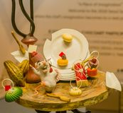 Las esculturas del ratón y de la placa hacen del chocolate Fotografía de archivo libre de regalías