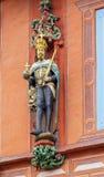 Las esculturas en la fachada en Goslar, Alemania imagen de archivo