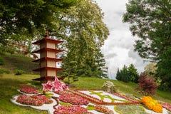 Las esculturas se hacen de la decoración y de flores en estilo japonés Foto de archivo libre de regalías