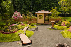 Las esculturas se hacen de la decoración y de flores en estilo japonés Fotografía de archivo