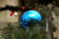 Las esferas del ` s del Año Nuevo en abeto ramifican Fotos de archivo