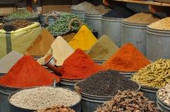 Las especias hacen compras en Marruecos Imágenes de archivo libres de regalías